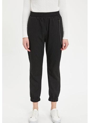 DeFacto Zincir Detaylı Havuç Pantolon Siyah